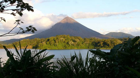 arenal lago